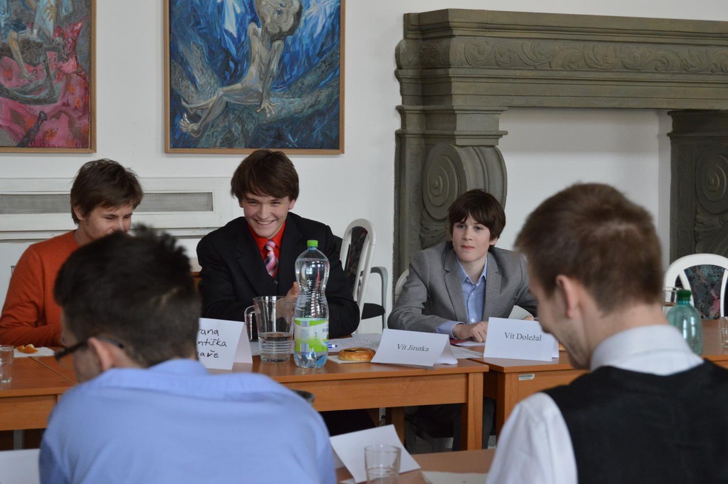 Studenti v roli zastupitelů.